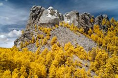 Mount Rushmore nationell minnesm?rke som ?r infrar?d South Dakota arkivbild