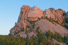 Mount Rushmore sculptures of Presidents at dawn royalty free stock images