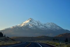 Mount Shasta volcano Royalty Free Stock Image
