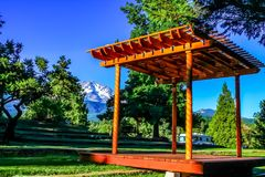 Wedding arbor. Mount Shasta wedding arbor blue sky summer grass trees green Royalty Free Stock Photography