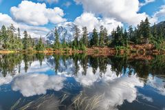 Mount Shuksan and Picture Lake in Baker Wilderness royalty free stock photos