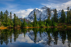Mount Sushkan. And beautiful reflection on a bright sunny day in Washington Stock Photo