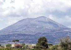 Mount Vesuvius vulkan, nära Scavi Di Pompei arkivbilder