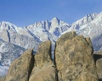 Mount Whitney som är ensam sörjer, Kalifornien Royaltyfria Bilder