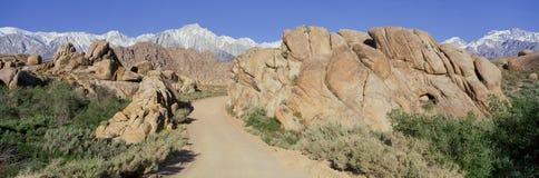 Mount Whitney som är ensam sörjer, Kalifornien Fotografering för Bildbyråer