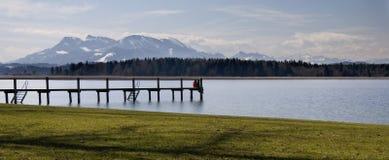 Mountain湖和码头 免版税库存图片