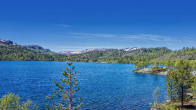 Mountain湖在夏天 库存图片