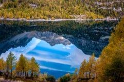Mountain湖在意大利 免版税库存图片