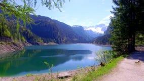 Mountain湖在日出的Gosau在Autria,阿尔卑斯 股票录像