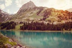 Mountain湖在春天 免版税图库摄影