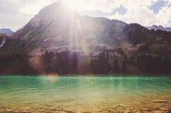 Mountain湖在春天 库存图片