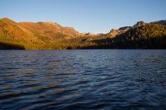 Mountain湖,声势浩大的湖,加利福尼亚 免版税库存图片
