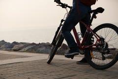 Mountain bike da equitação do assinante Fotografia de Stock Royalty Free