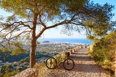 Mountain bike MTB Denia na Espanha da trilha de Montgo Foto de Stock