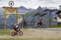 Free Mountain Bike Riders Getting Ready In Mottolino Bikepark On 3 August 2016 In Livigno, Italy. Royalty Free Stock Photography - 79190227