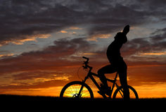 Mountain biker. Silhouette in sunrise Stock Photography