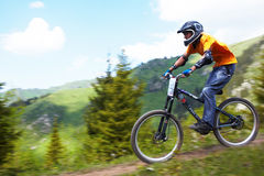 Mountain biker on downhill rce Stock Photography
