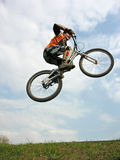 Mountain Biker jumping Royalty Free Stock Photos