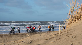 Mountain bikers taking part in the beach race Egmond-Pier-Egmond Royalty Free Stock Photography