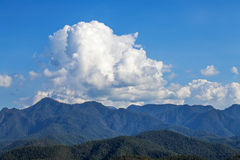 MOUNTAIN CLOUD AND BLUE SKY Royalty Free Stock Photography