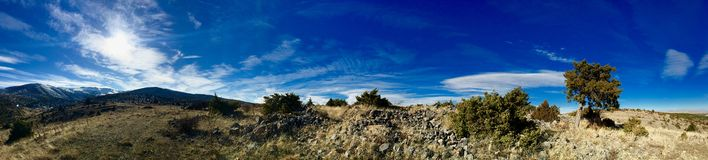 Mountain_and_clouds_panoramic photos libres de droits