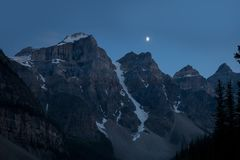 Mountain coated of snow in the night Royalty Free Stock Photography