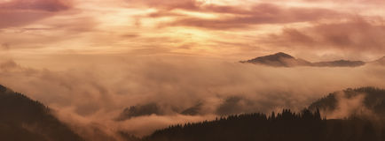 Mountain foggy sunrise Royalty Free Stock Photography