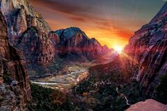 Free Mountain Formations And Red Rock Layers Of Zion At Dusk. Stock Photo - 169346080