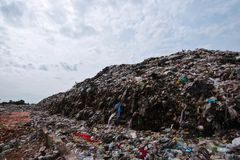 Mountain garbage It comes from urban and industrial areas in underdeveloped countries. Waste is difficult to decompose by natural means. And so much that it is royalty free stock photos