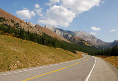 Mountain highway in fall Royalty Free Stock Images