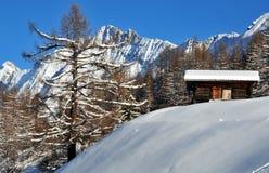 Mountain hut in fresh snow Royalty Free Stock Photos