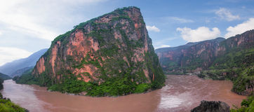 Free Mountain In The Jinsha River Royalty Free Stock Image - 43306996