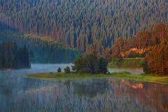 Mountain Lake imágenes de archivo libres de regalías