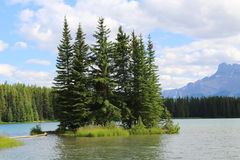 Mountain lake in Alberta, Canada Royalty Free Stock Photos
