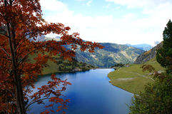 Mountain lake in autumn Royalty Free Stock Photos