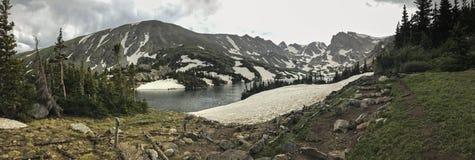 Mountain lake coast Royalty Free Stock Photography