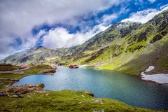 Mountain Lake Il lago fra le rocce Valle meravigliosa Concetto di turismo e di escursione HDR Immagine Stock