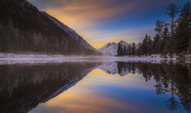 Mountain lake at sunset in winter Royalty Free Stock Photos