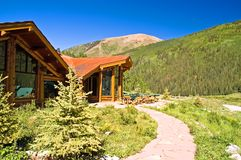 Mountain log home Royalty Free Stock Photos