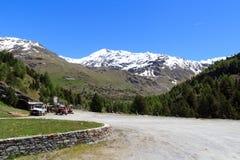 Mountain Palon de la Mare e parcheggio nelle alpi di Ortler Fotografia Stock Libera da Diritti