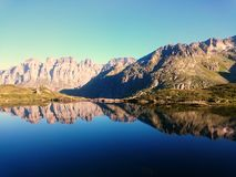 Mountain panorama reflection into clear lake Royalty Free Stock Photos