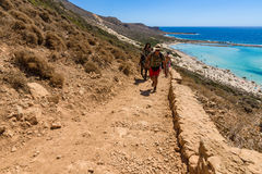 The mountain path for the descent from the top plateau to Balos beach Stock Photos