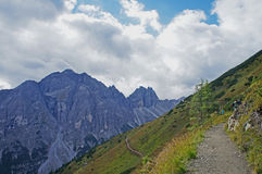 Mountain path in the high mountains Royalty Free Stock Photos