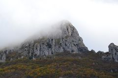Mountain peak in the fog Royalty Free Stock Photography