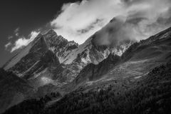 Mountain peaks. Shrouded in cloud Royalty Free Stock Photography