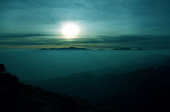 Mountain range of fog at daybreak Royalty Free Stock Images