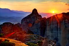 Free Mountain Range In The Rays Of Sunrise. Stock Images - 178420824
