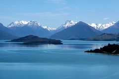 Mountain range and Lake Wakatipu between Queentown and Glenorchy Royalty Free Stock Photos