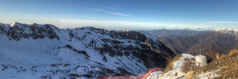 Mountain range on a sunny day Royalty Free Stock Photos