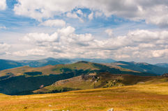 Mountain ranges under the clouds Royalty Free Stock Photos